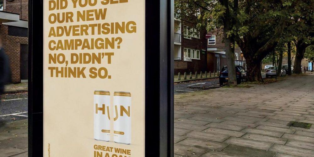 Esta marca de vino en lata apuesta por una irónica campaña de exterior en plena cuarentena en Reino Unido