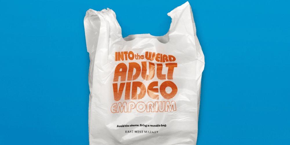 Este supermercado ha creado bolsas humillantes para que traigas las tuyas propias de casa