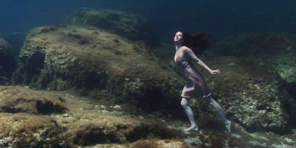 Estrella Damm lanza un mensaje de cuidado al mar Mediterráneo en su anuncio veraniego de 2019