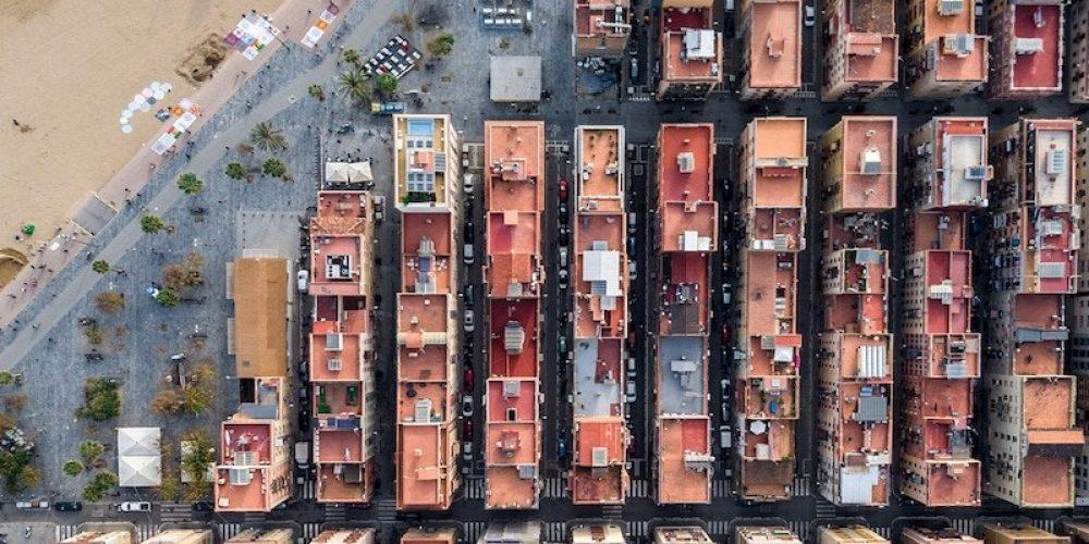 Este fotógrafo recorre Barcelona desde el cielo y captura unas imágenes impactantes