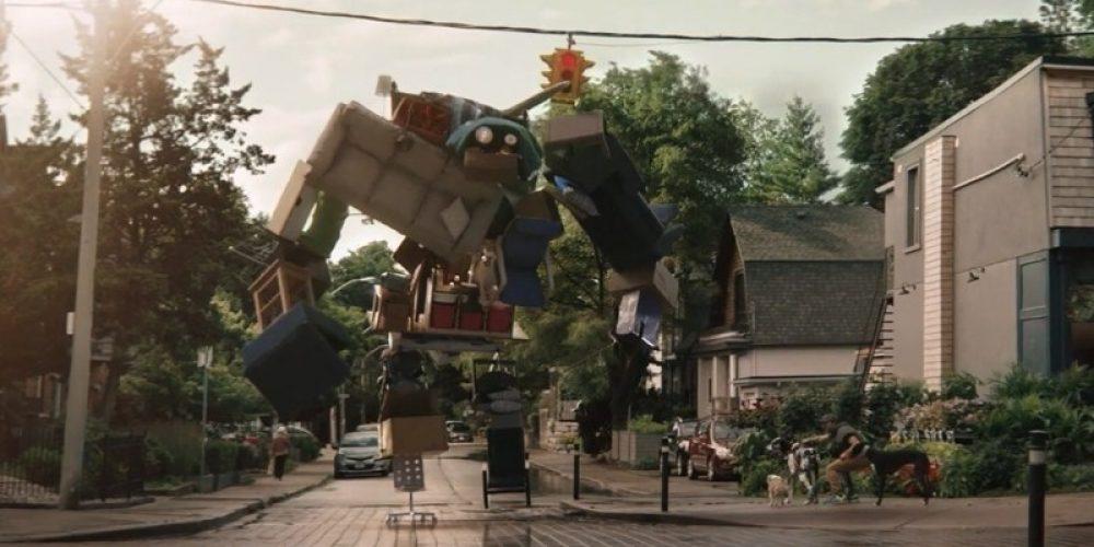 Un monstruo gigante formado por muebles viejos protagoniza este anuncio de IKEA en Canadá
