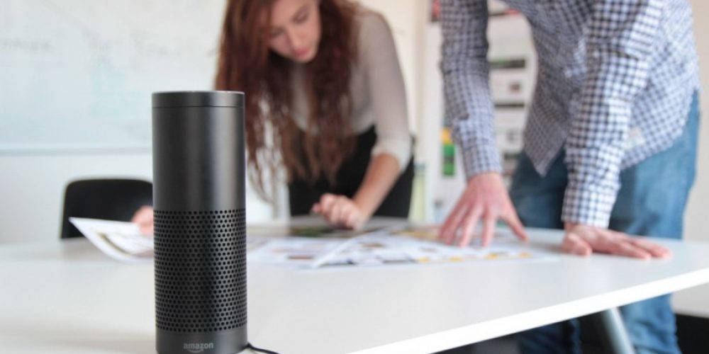Amazon lanza una herramienta para Alexa que permite crear plantillas de voz personalizadas en la oficina