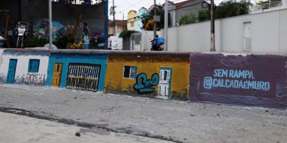 Street art en los bordillos de las aceras para hacer São Paulo más accesible