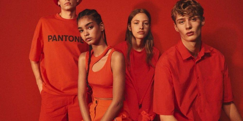 Bershka se une a Pantone para lanzar una colección ropa llena de color