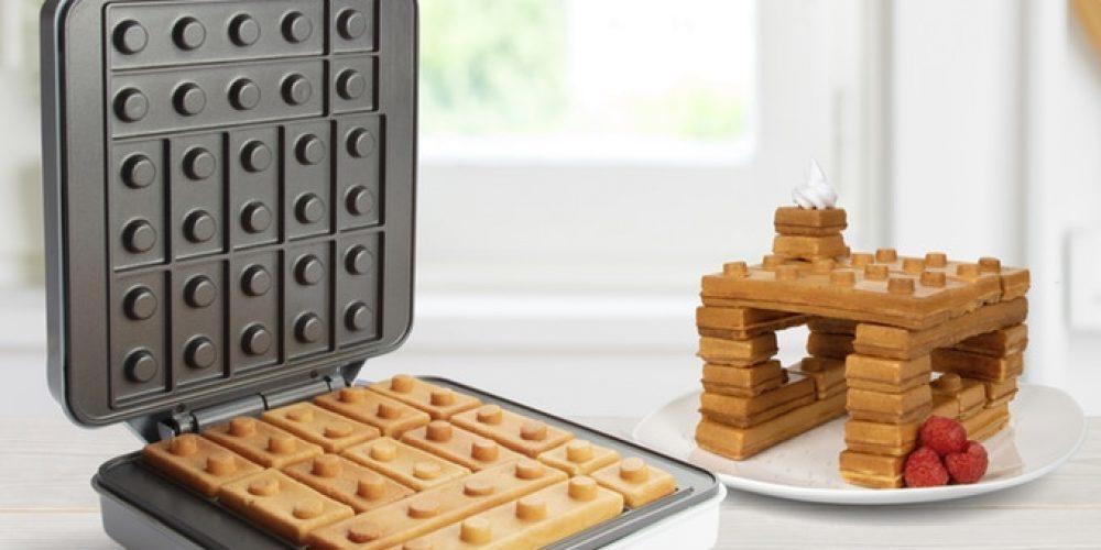 Esta gofrera hace gofres en forma de piezas de LEGO para que puedas jugar con tu desayuno