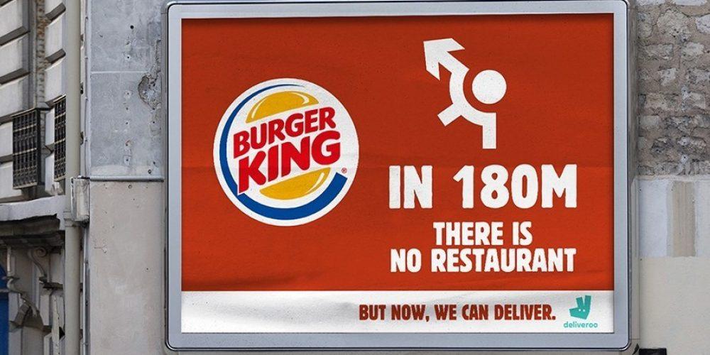Burger King promociona su servicio a domicilio con anuncios que señalan hacia donde no tienen ningún restaurante