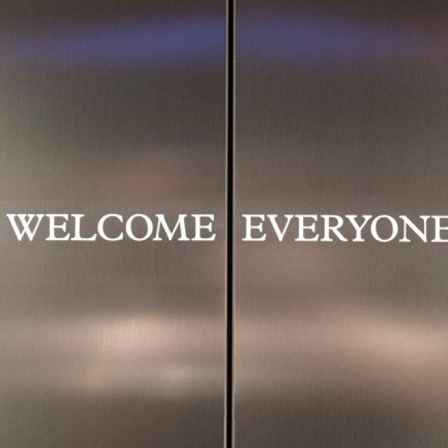 Esta agencia ha transformado sus ascensores para hacer el camino a la oficina más divertido