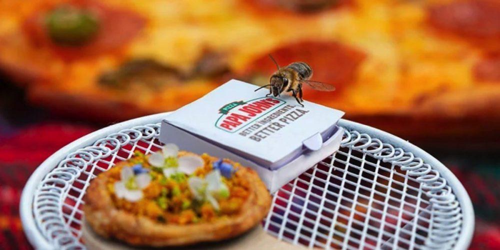 En Papa John's han creado minipizzas con polen y flores para concienciar sobre la importancia de las abejas